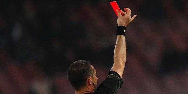 Arbitro contestato durante una partita di Promozione | Il fischietto scortato dalla polizia fuori dal campo