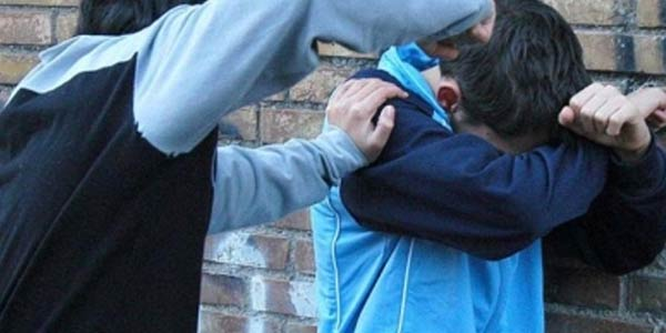 Brindisi, bullismo su un 17enne: due denunce