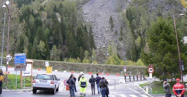 Courmayer, il monte La Saxe continua a franare | Disagi per i gitanti al traforo del Monte Bianco