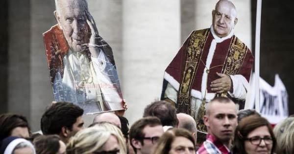 Giovanni XXIII e Giovanni Paolo II sono Santi | Un milione di pellegrini a San Pietro /FT /VD