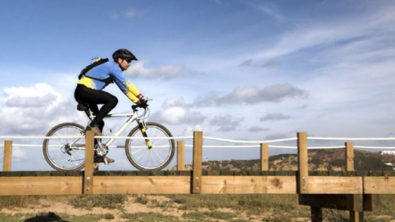 Stare spesso in sella alla bicicletta provoca lesioni ai genitali e ai reni