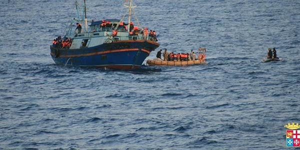 Grecia al collasso: 'Crisi umanitaria al culmine' | Presto l'Italia invierà i poliziotti in Albania