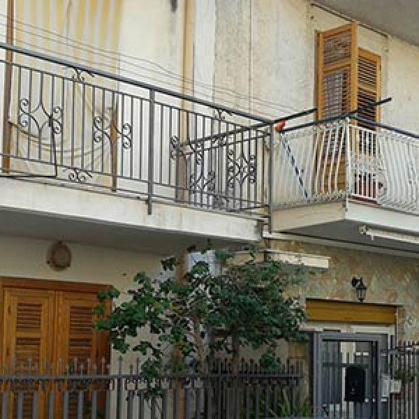 Bagheria, trovato un neonato in un balcone   La madre l'ha lanciato dopo il parto /VIDEO