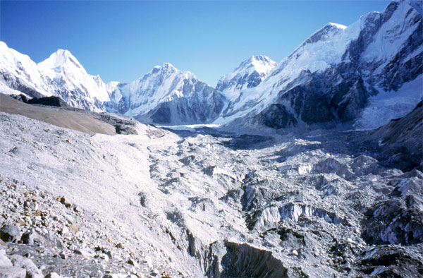 Everest, morto l'alpinista Ueli Steck: aveva 40 anni|