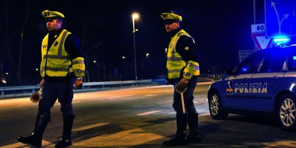Incidente mortale sulla A4: furgone travolge auto della Polizia. Due morti
