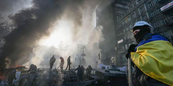 Precipita la crisi in Ucraina, scontri a Donetsk | I corpi dell'Mh17 in viaggio per Karkhiv