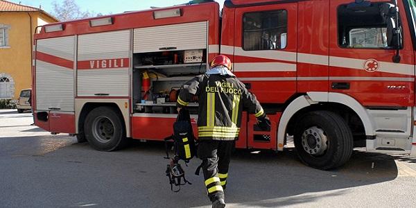 Treviso, due ottantenni soffocati dalle esalazioni | Sono andate a fuoco 2 auto nel garage sotto casa