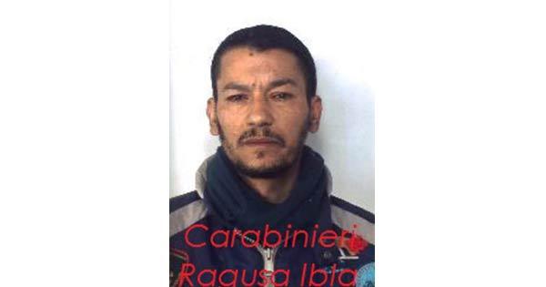 Calci e pugni contro l'ex convivente dopo una lite: arrestato a Ragusa