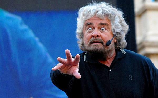 """M5S: """"Grillo traditore, si dimetta da Garante"""" e lui attacca durante uno show"""