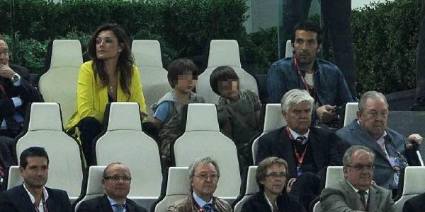 Buffon e Seredova insieme allo stadio | La coppia non si rivolge mai la parola /FOTO