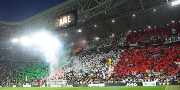 Tifosi della Juventus picchiati a Palermo | Cinghiate e calci in centro città