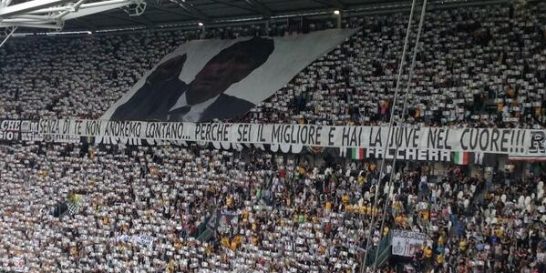 """Les supporters de la Juve s'alignent avec Conte    Chorus et bannières au stade: """"Nous sommes avec ... vous!"""""""