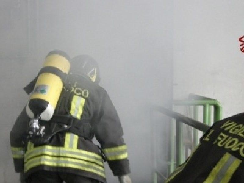 ragalna bambino eroe, ragalna bambino salva fratelli da incendio, ragalna bimbo eroe salva fratellini da incendio