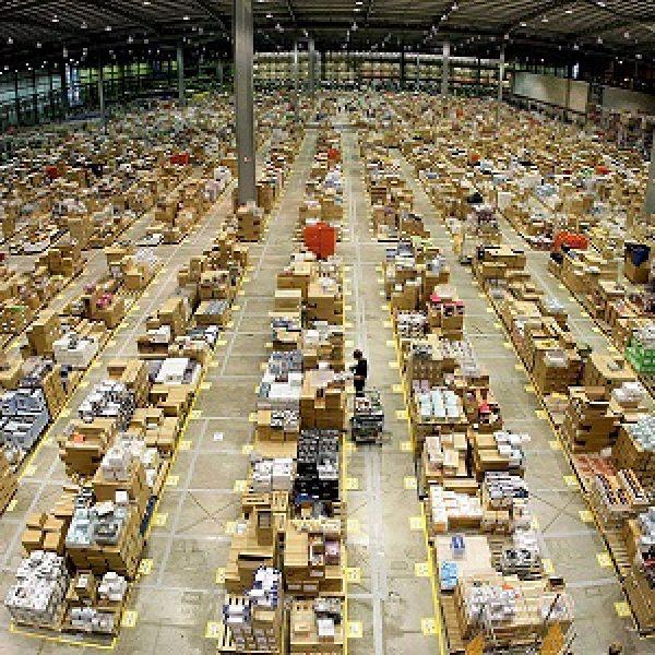 Amazon pensa al braccialetto per i dipendenti, è polemica