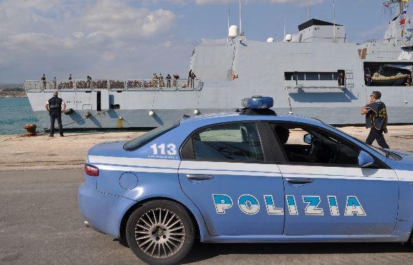Trapani, sbarcano 887 profughi | E a Catania fermati tre presunti scafisti