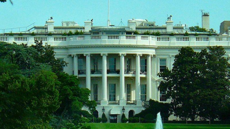 Un uomo armato in ascensore con Obama | Allarme sicurezza per lo staff della Casa Bianca