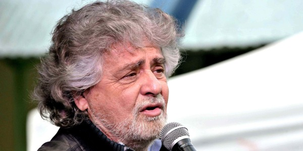 Lecce, Beppe Grillo contestato da attivisti del M5S su Ilva e Tap