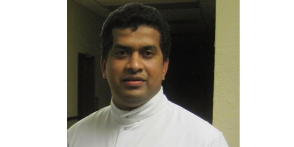 raju kokkan prete cattolico india arrestato bambina 10 anni prima comunione vestito kerala tamil nudu ians