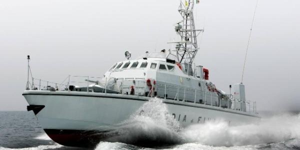 Bari, bloccato un gommone con 440 kg di droga | Sequestrati hashish e marjuana per 1,5 milioni
