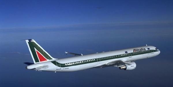 Alitalia, colpo di scena: spunta una raccolta firme | Parte dei lavoratori vorrebbe riaprire il confronto