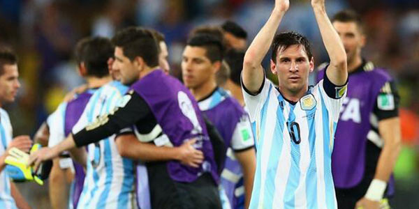 """Argentina, tutti in piazza per Messi. I tifosi non vogliono che la """"pulce"""" lasci la nazionale"""