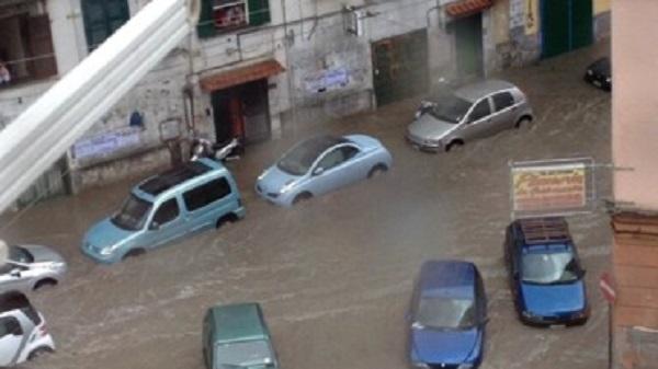 Allarme maltempo in tutta Italia /FT /VD   Sott'acqua il Centro-Sud, panico in Gallura