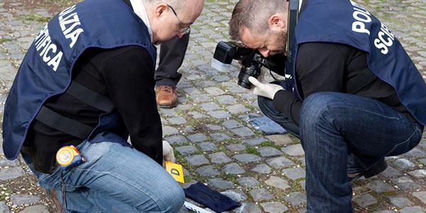 Sparatoria in centro a Piacenza, feriti due rapinatori