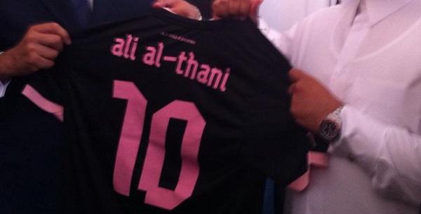 Il Qatar tifa Palermo? Lo sceicco con la maglia rosanero /FOTO