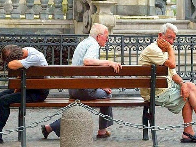 Pensioni: alle donne in media 9mila euro all'anno, 14.700 euro agli uomini