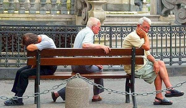 Gli italiani? Un popolo di vecchi e soli
