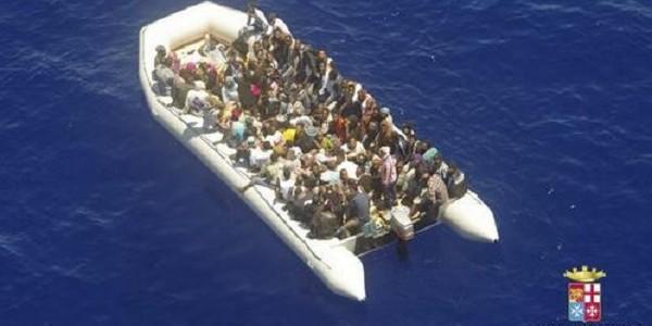 Migranti: Minniti, ONG firmino il codice o verranno fermate