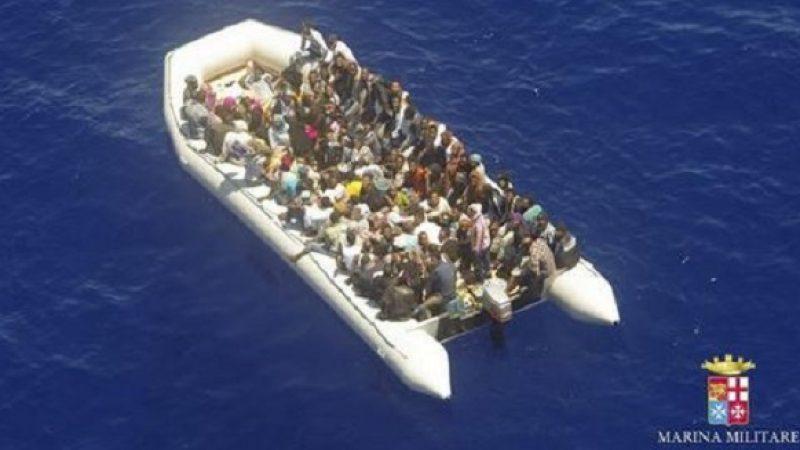 Salerno, approda una nave con 400 migranti |Ci sono anche i cadaveri di ventisei donne
