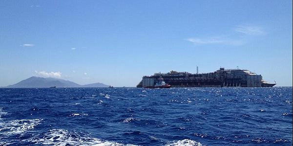 La Costa Concordia vede Genova | Ad attenderla ci sarà Matteo Renzi