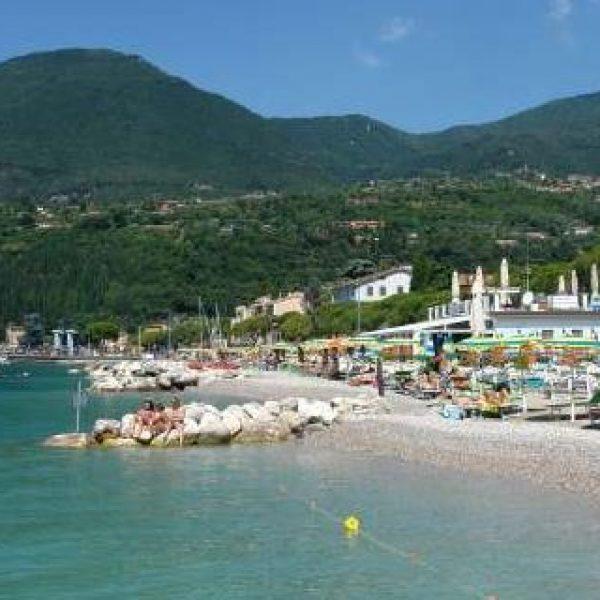 Lago di Garda, uomo colto da malore | Muore annegato un turista tedesco