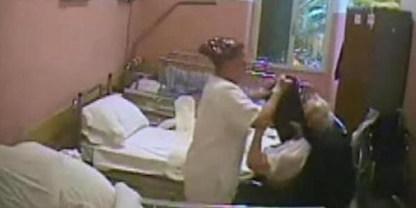Parma, maltrattamenti ad anziani: 7 arresti | Costringevano gli ospiti a mangiare dal pavimento