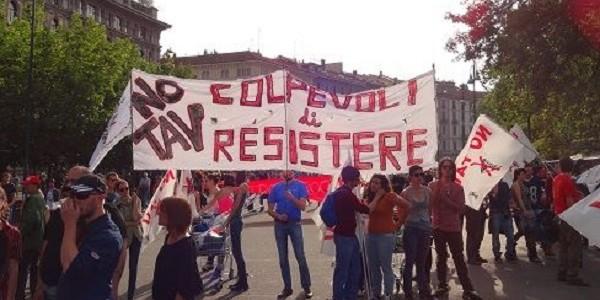 Terzo Valico, tensioni ad Alessandria tra manifestanti e forze dell'ordine