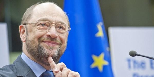 Schulz rieletto presidente del Parlamento Ue | Bufera sul M5S: gli euroscettici voltano le spalle
