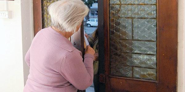 Truffe a danno degli anziani, nove misure | Si spacciavano per avvocati e assicuratori