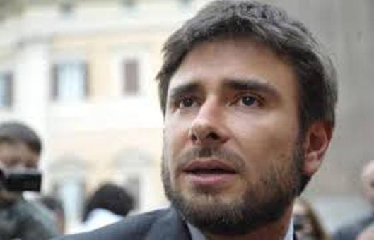 """Fondi Lega, Di Battista: """"Restituisca i soldi"""". Salvini: """"Fatti del partito"""""""