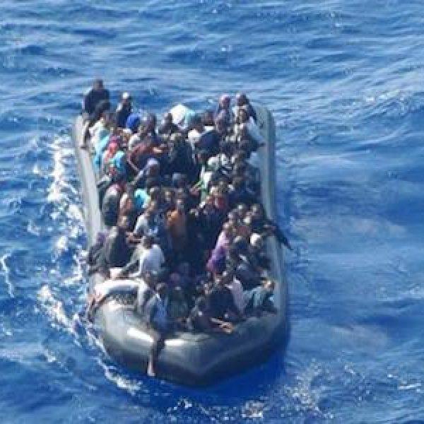 Naufragio a largo della Libia, oltre 90 dispersi