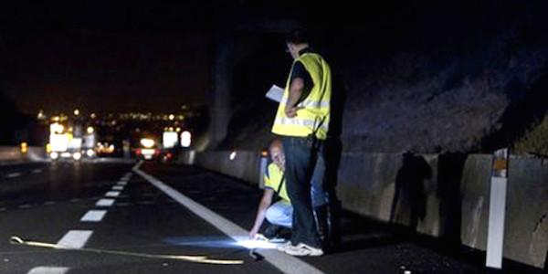 Puglia, morti due giovani in un incidente | L'auto si schianta contro un muro: due feriti
