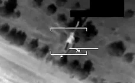 Iraq, proseguono i raid degli Stati Uniti   Yazidi sotto la minaccia dell'Isis