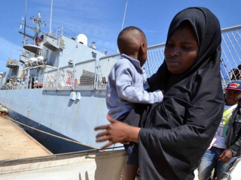 orrori de migranti, storie di ordinaria violenza, i migranti della diciotti raccontano storie di violenza, trafficanti tagliano dito a bimbo per ricattare genitori, violentata in libia prima di partire