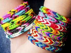 rainobow loom, come fare braccialetti con elastici, moda estate, vip con rainbow loom