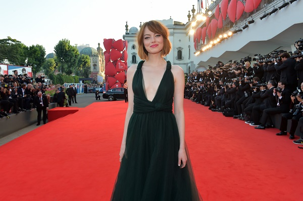 "Venezia71, sul red carpet brilla Emma Stone | <u><b><font color=""#343A90"">FOTO</font></u></b>"