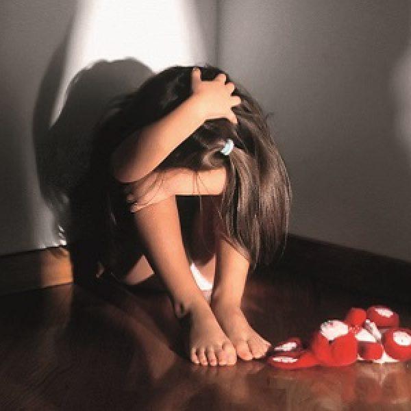 Bari, arrestati due coniugi per abusi su minori | Avrebbero violentato i loro figli di 5 e 9 anni