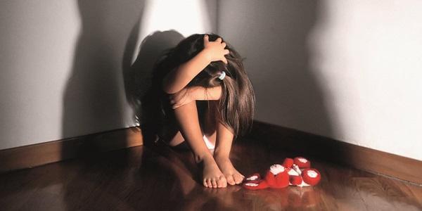 Pedofilia Ragusa, abusi minore Ragusa, uomo abusa figlia compagna, uomo Ragusa abusa bambina 13 anni