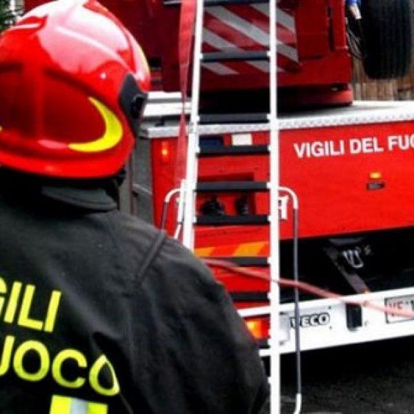 Milano, incendio in un palazzo: bimbo in condizioni disperate