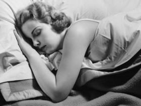 dormire fa bene, dormire fa male, una richerca dimostra che dormire fa bene, un'ora in più di sonno migliora la vita,