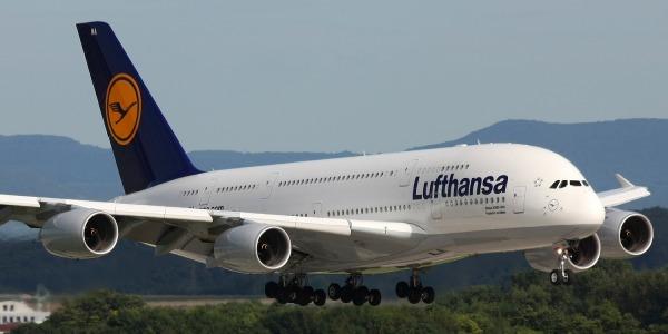 Lufthansa cancella in Germania 895 voli | La decisione a causa di uno sciopero